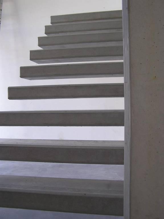 Voile et escalier en béton préfabriqué