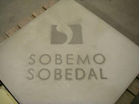 Logo sur béton par sablage