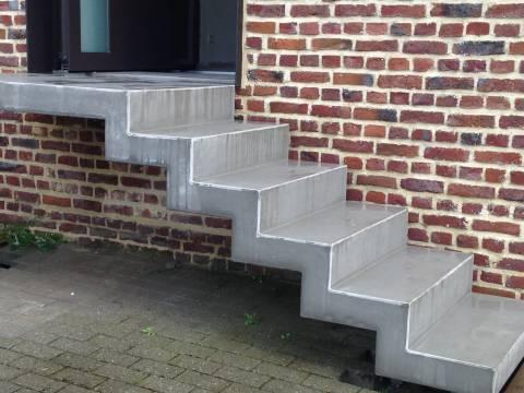Escalier extérieur double crénelé en béton préfabriqué