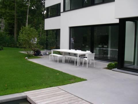 Terrasse en béton lissé gris souris