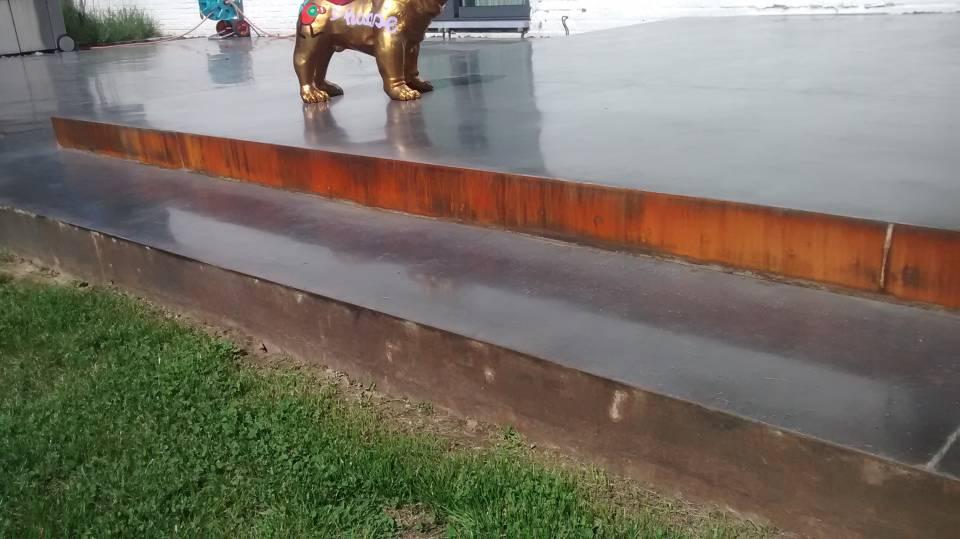 Terrasse en béton lissé - écran total - acier corten