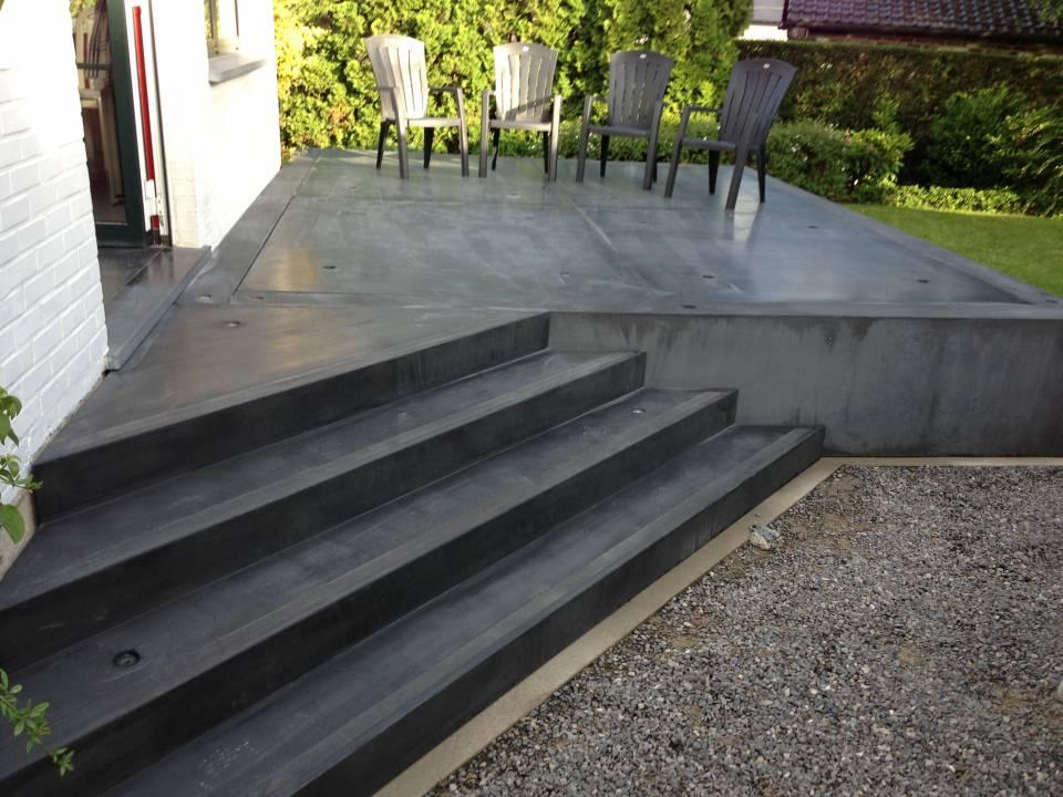 Escalier et terrasse en béton préfabriqué