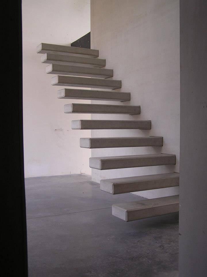 Voile et marches d'escalier en béton préfabriqué